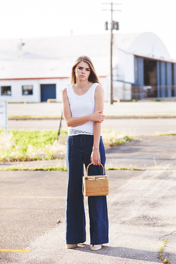 denim flares with white top outfit 541