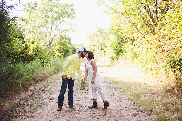 outdoor oklahoma engagement photos 003