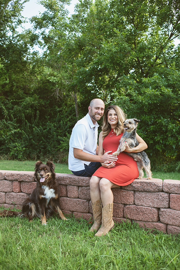 02-pregnancy-portraits-with-dogs