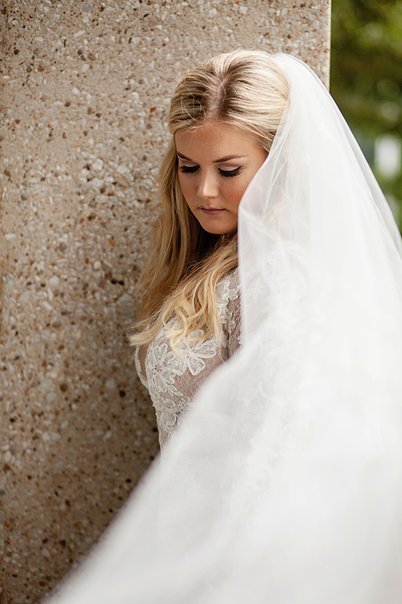 03-blonde-bride-long-loose-curls