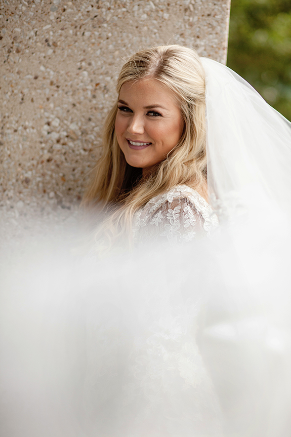 04-blonde-bride-long-loose-curls